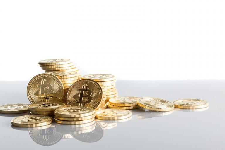 積まれたビットコイン