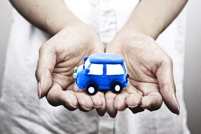 自動車のおもちゃ