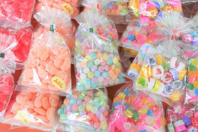 日本の駄菓子を輸出して月商200万円!副業で稼ぐ在日フランス人